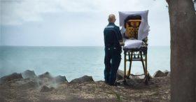 Câu chuyện xúc động đằng sau bức ảnh 'Ngắm biển' khiến hàng triệu người rơi lệ