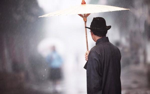 """Câu chuyện về chiếc ô của vị phú thương và bài học """"Đừng bao giờ đánh mất niềm tin vào chính mình"""""""