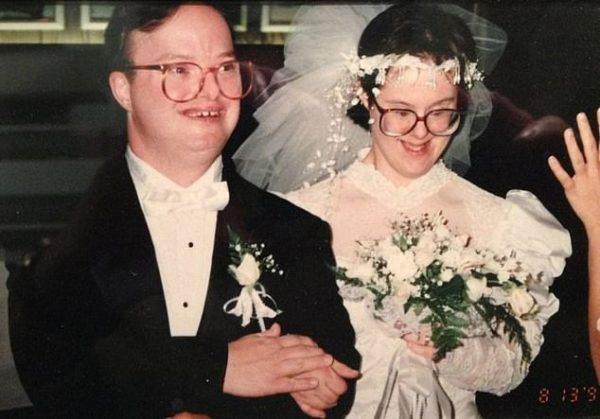 Cặp vợ chồng mắc hội chứng Down kề cận bên nhau suốt 25 năm, vượt qua mọi sóng gió và chỉ chia xa khi người chồng qua đời